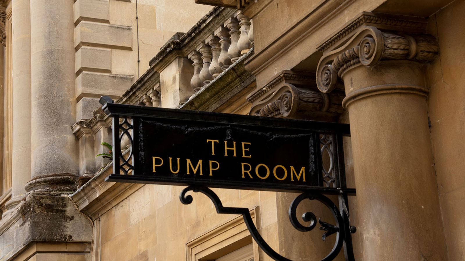 Pump-Rooms-Bath