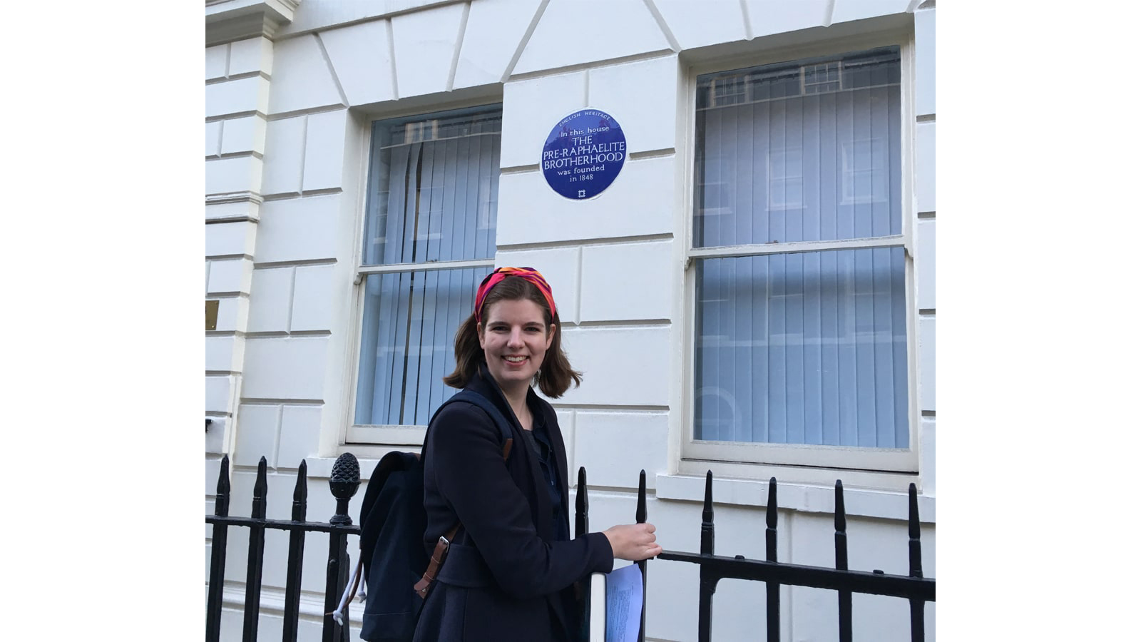 Elizabeth-Macneal-and-the-blue-plaque-at-7-Gower-Street