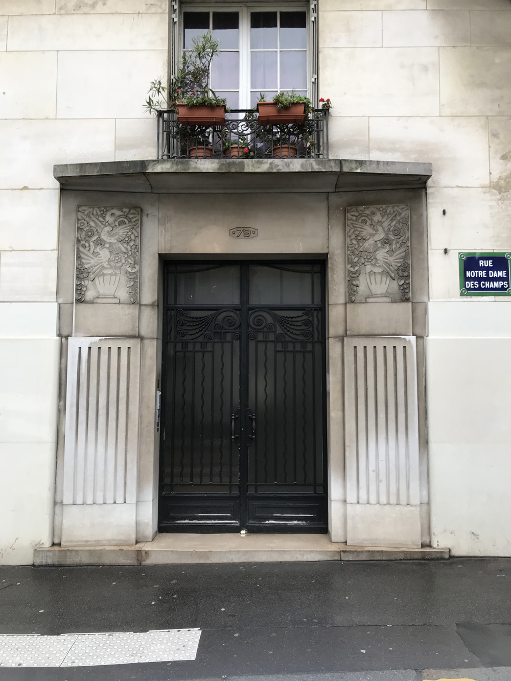 door-notre-damme-du-champs-paris-france-alicia-drake