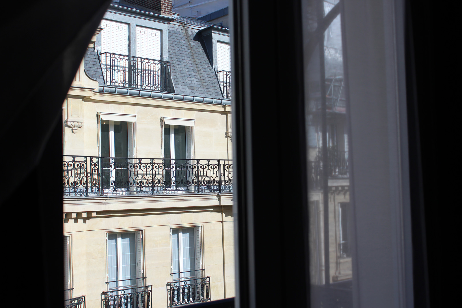 french-apartment-paris-window-alicia-drake