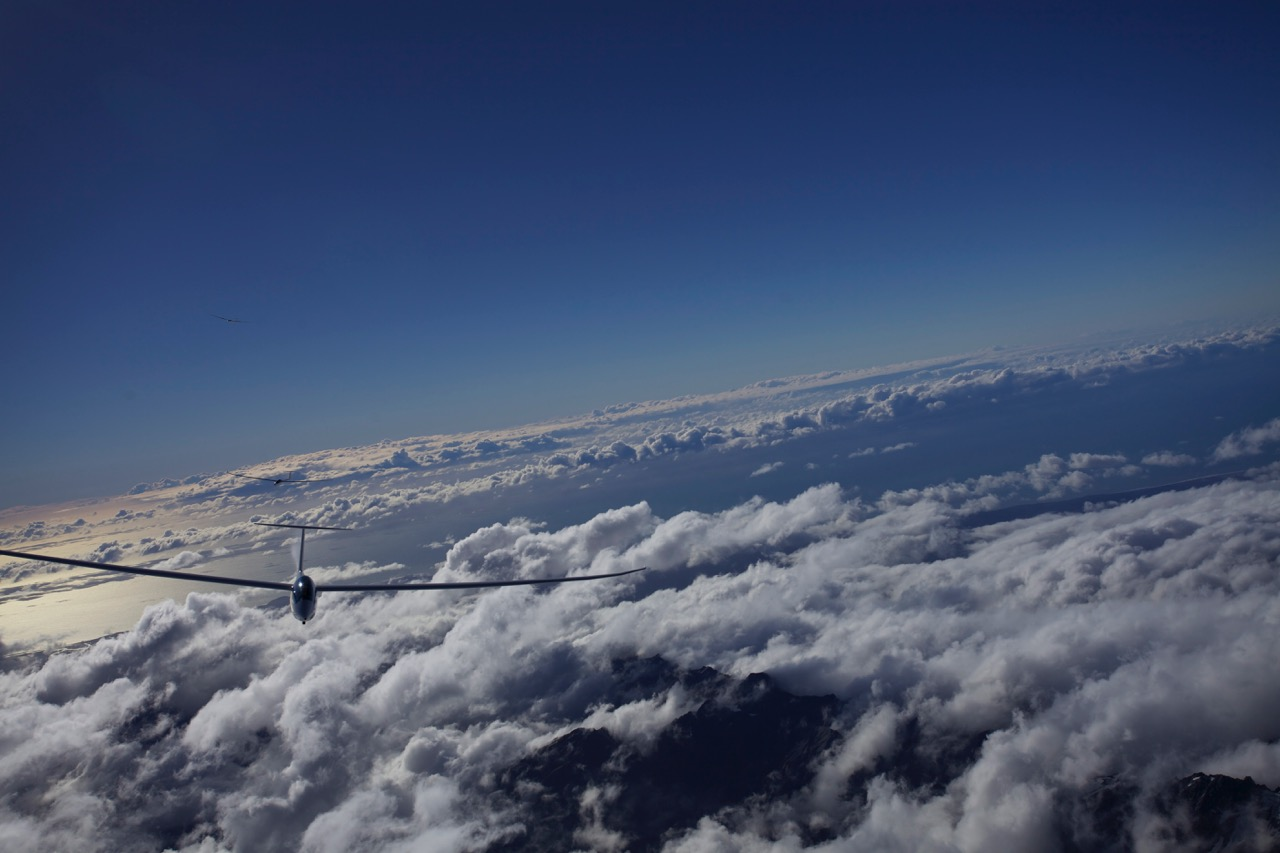 skybound-gliding-in-the-southern-alps-in-new-zealand