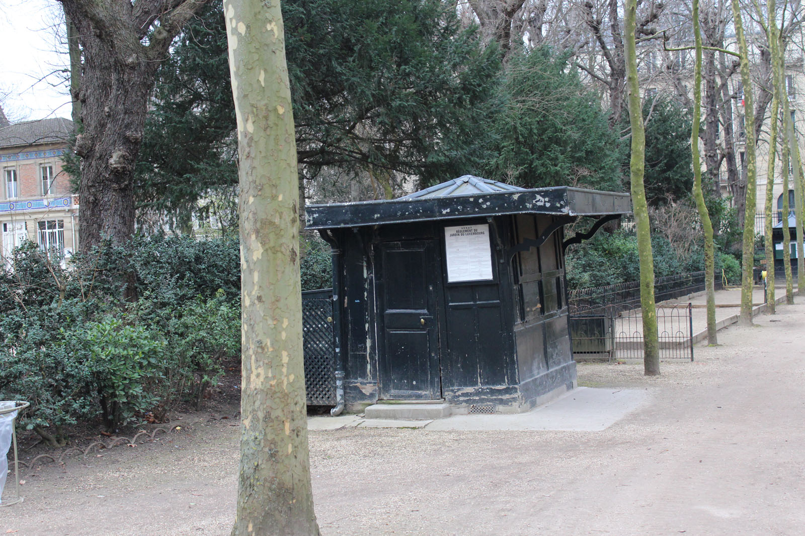 crepe-kiosk-paris-france-alicia-drake