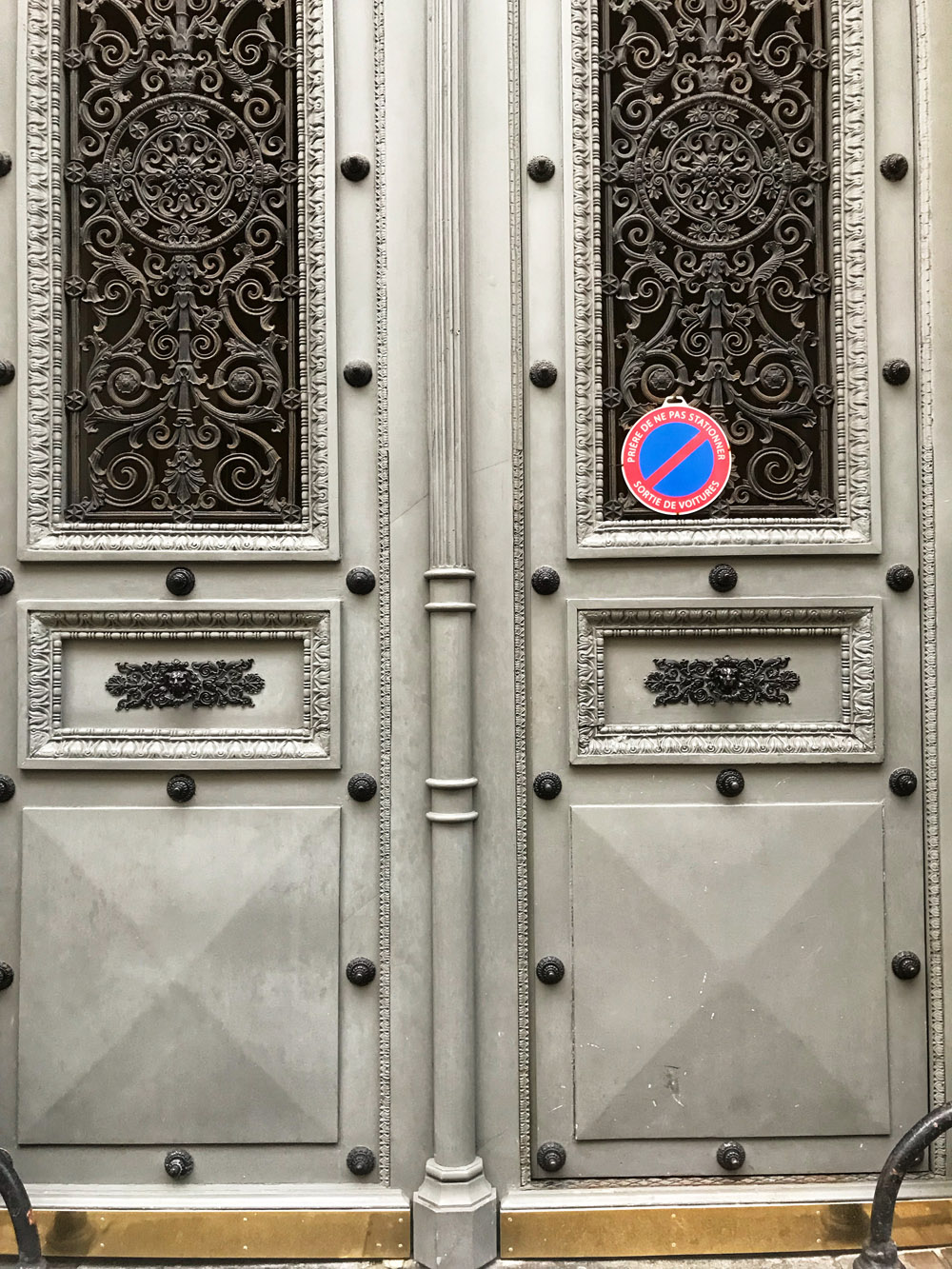 door-paris-gate-white-france-alicia-drake