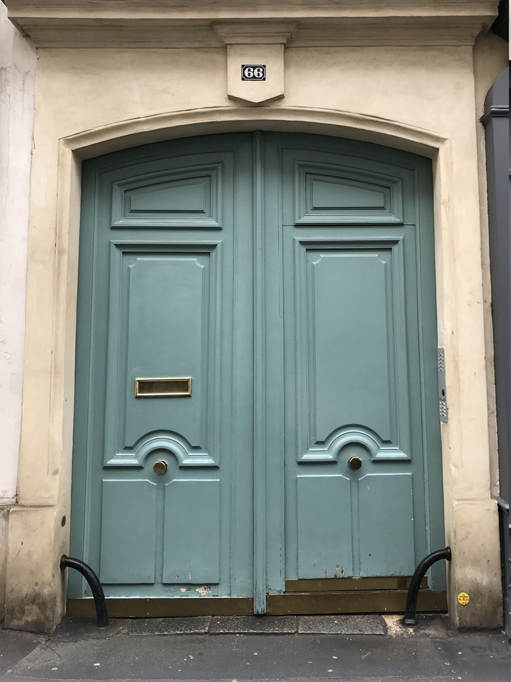 door-paris-green-france-alicia-drake